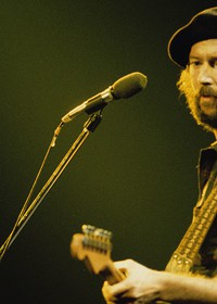 Eric Clapton: A Life in 12 Bars...